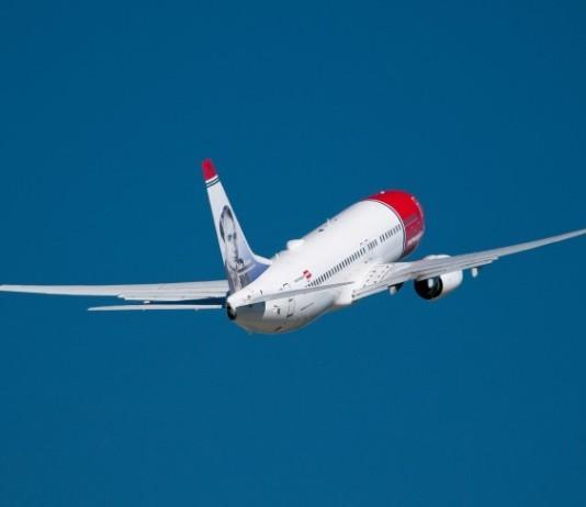 Lennot Santorinille