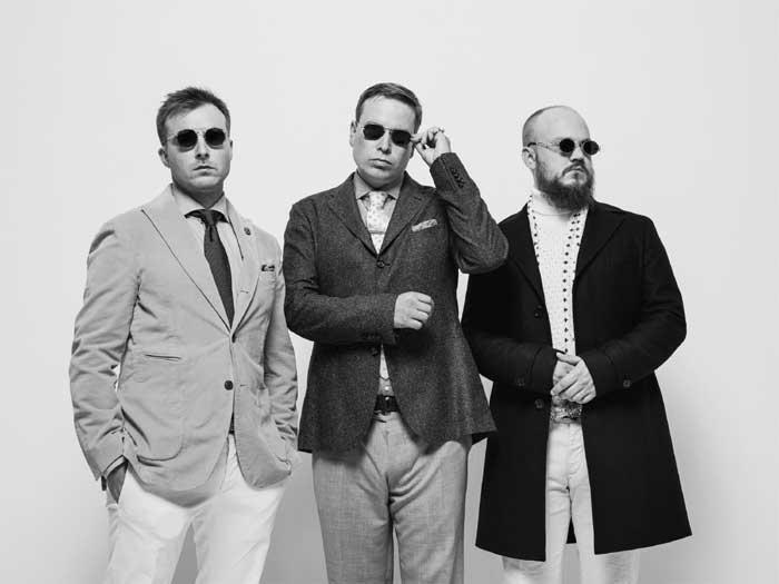 Teflon Brothers on kolmen Helsingin Malminkartanosta kotoisin olevan artistin, Pyhimyksen, Heikki Kuulan ja Volin muodostama rap-ryhmä.