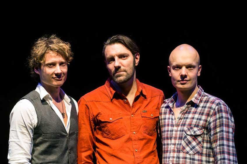 Suomijazzin kansainvälisesti arvostetuimpiin nykytekijöihin kuuluvan Tuomarilan triossa mukana ovat ECM-levymerkin artisteihin kuuluva norjalaisbasisti Mats Eilertsen ja mm. Oddarrang-yhtyeestään tunnettu rumpali Olavi Louhivuori.
