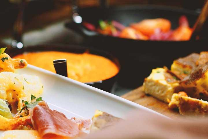 Treffi Pub & Bistron teemabrunssi:  Eksoottinen Aasia -brunssi