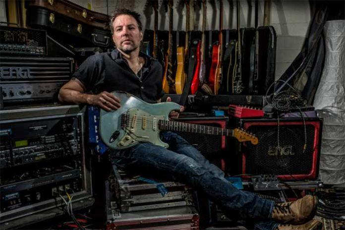 melodisen ja bluesahtavan rockin taitaja kitaristi-laulaja Ben Granfelt, joka julkaisi äskettäin uuden levyn Another day. Granfelt on kouliintunut pitkän ja myös kansainvälisen uransa aikana mm. useissa bluesmaailman bändeissä kuten Wishbone Ash, Leningrad Cowboys, Guitar Slingers ja Los Bastardos Finlandeses. Musiikillisiksi vaikuttajikseen Granfelt nimeää mm. Jeff Beck, Gary Moore, Robin Trower, Michael Landau. Listalta löytyvät myös kitarasankarit Claptonin ja Henrix.
