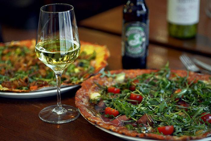 Pizzapaikat Tampere - Pizzaravintola Dennis