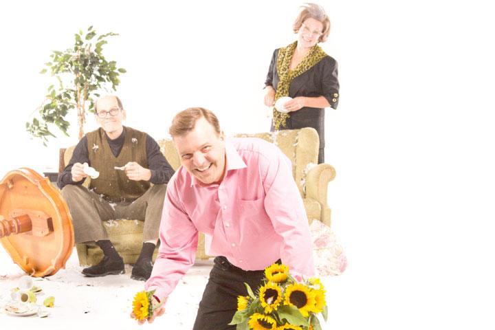 Avustettu itserakkaus, Kuvassa etualalla Tommi Raitolehto, taustalla Auvo Vihro ja Teija Auvinen. Valokuva Kari Sunnari