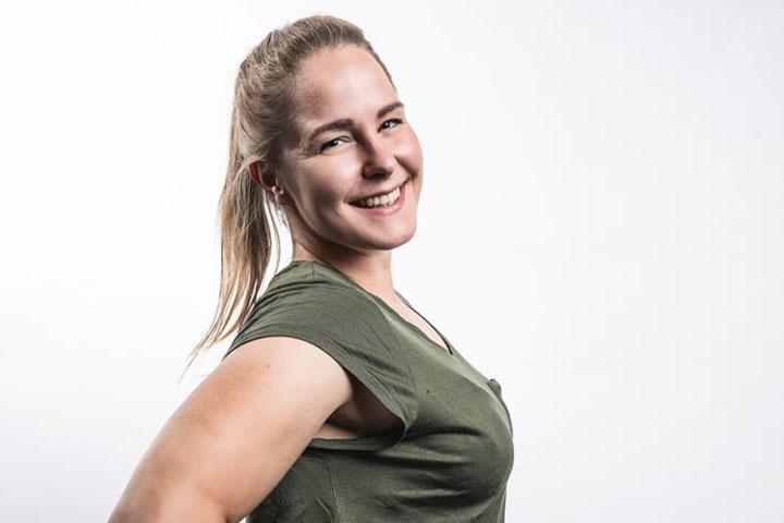 Stand up -koomikko Ursula Herlin. Kuvaaja Jape Grönroos.