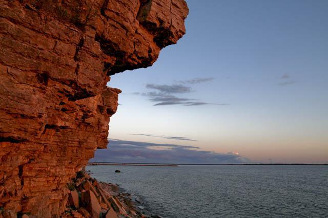 Itä-Viron kalkkikiviset rantakalliot Ontikassa. Kuva: Visit Estonia, Kaarel Mikkin