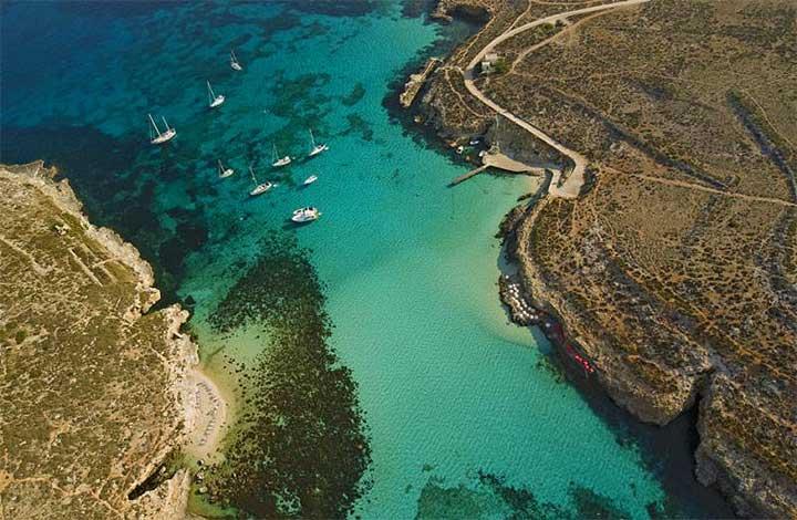 cominon-saari-maltalla-turkoosia