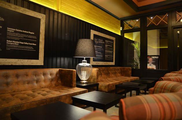 Stefan's Steakhouse avasi remontin jälkeen uudet ovet  Kohokohdat fi (Ta